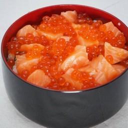 ข้าวหน้า ปลาแซลมอนและไข่แซลมอน