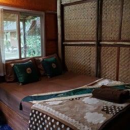 ไทรวารี ที่พักและห้องอาหาร
