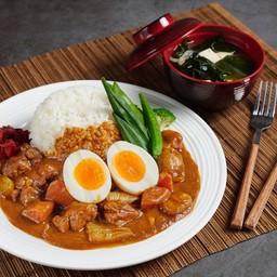ข้าวหน้าแกงกะหรี่ไก่ Chicken curry rice