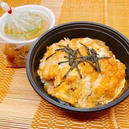 Katsu Don  (with Miso soup) ข้าวหน้าหมูชุบแป้งทอด (พร้อมซุปมิโซะ)