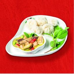 ข้าวหรือขนมจีน แกงเขียวหวานไก่