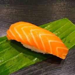 NIGIRI Salmon นิกิริ ปลาแซลมอน  (1piece)
