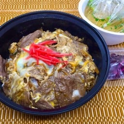 Gyu Don  (with Miso soup) ข้าวหน้าเนื้อ (พร้อมซุปมิโซะ)