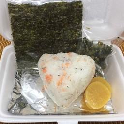 Omusubi Sake (1P) ปลาแซลมอน (1ก้อน)