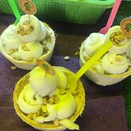 น้องภูไอศกรีมมะพร้าวอ่อน ตลาดอินโดจีน