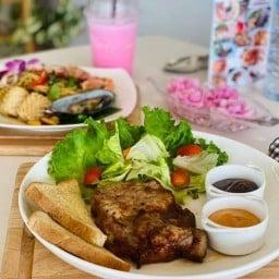 Comfy Corner Home Cafe'& Garden