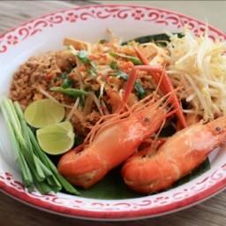 ผัดไทยถาดยักษ์กุ้งแม่น้ำ