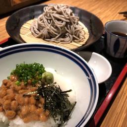 เชตโซบะกับข้าวหน้าถั่วหมักญี่ปุ่น