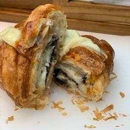 Truffle doubble cheese croissant
