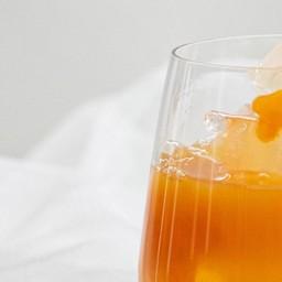 น้ำส้มคั้นแท้100% ตลาดสดริมปิง