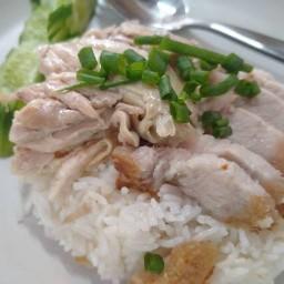 ร้านข้าวมันไก่ฮ่องเต้(โลกยามเช้า) เจ๊น้อย