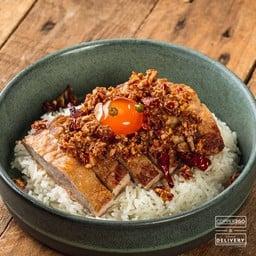 ข้าวคอหมู S-Pureผัดพริกเกลือ + ไข่ดองน้ำปลา