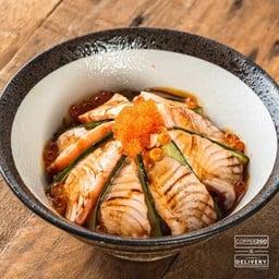 ข้าวด้งแซลมอนไซเกียวอาบุริ