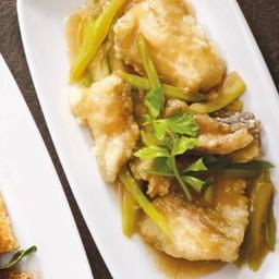 เนื้อปลากะพงผัดคื่นฉ่าย