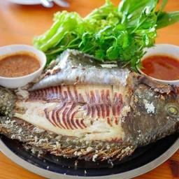 ปลาเผาสามยอด