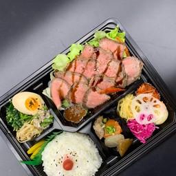 Sirloin roast beef salad lunch box(サーロインのローストビーフサラダ弁当)