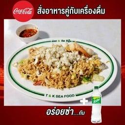 [อร่อยซ่ากับโค้ก] ผัดมาม่าทะเล + น้ำอัดลม 500. ml