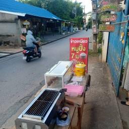 หมูปิ้งนมสด by ร้านกลางซอย