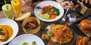 [รีวิว] Mama Indigo Restaurant ภูเก็ต อาหารหลากสไตส์ ในร้านบรรยากาศสวน