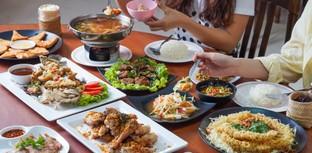 [รีวิว] ไก่บ้านพริกไทยดำ ร้านอาหารครอบครัวเสิร์ฟหลากเมนูปรุงจานต่อจาน