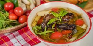 """วิธีทำ """"ต้มโคล้งปลาเนื้ออ่อน"""" เมนูอาหารไทยร้อน ๆ ซดเพลินลืมหวัดคัดจมูก"""