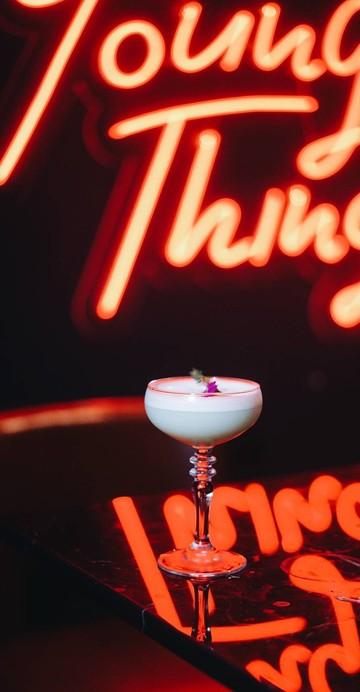 "BYT ย่อมาจากคำว่า ""Bright Young Thing"" เป็น Speakeasy Bar น้องใหม่ย่านสาทร ตกแต่งร้านสไตล์หรูหรา แต่อัดแน่นด้วยเมนู Signature ที่ได้แรงบันดาลใจมาจากชื่อเมืองต่าง ๆ ในโซนยุโรป"