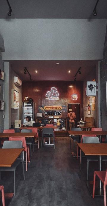 """ร้านหมูทอดทงคัตสึเปิดใหม่ในโครงการ The Circle Ratchapruk ชื่อ """"Fried Kokoro"""" ที่พนักงานกล่าวต้อนรับด้วยใบหน้าเปื้อนรอยยิ้ม พร้อมเสิร์ฟทงคัตสึทอดสดใหม่ร้อน ๆ ในราคาที่เป็นมิตรกับกระเป๋าสตางค์มาก ๆ"""
