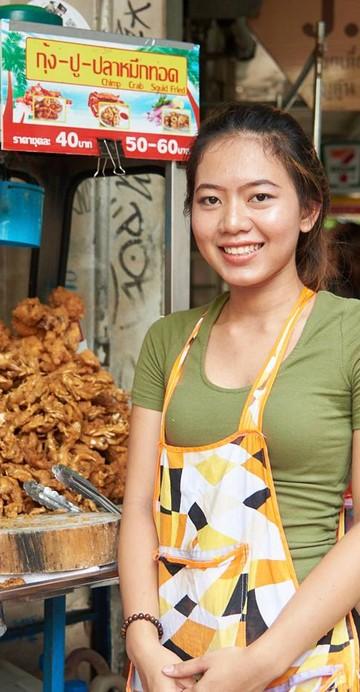 """""""อยากให้มาอุดหนุนอาหาร Street Food กันเยอะ ๆ ค่ะ ช่วยแม่ค้าแม่ขายให้อยู่ต่อไปได้"""""""