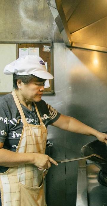 """""""เต็กเฮง หมี่กรอบจีนหลี"""" ขายมาตั้งแต่สมัยรัชกาลที่ 5 รสชาติที่คงเดิม 130 ปี"""