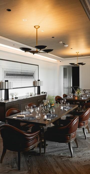"""ร้านอาหารฝรั่งเศสโดยเชฟอันดับ 1 ของโลก เมาโร โคลาเกรคโค (Mauro Colagreco) เชฟเจ้าของร้าน """"มิราซูร์"""" (Mirazur) ร้านอาหารที่ดีที่สุดของโลก ที่จับมือกับโรงแรม Capella Bangkok เปิดในบริการแล้ว"""