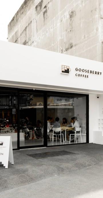 Specialty Coffee เปิดใหม่ย่านปากน้ำ สมุทรปราการ ร้านตกแต่งสวยงาม โทนสีดำเข้ม ๆ  มีมุม Slow Bar แถมในร้านตกแต่งเหมือนเป็นสตูดิโอถ่ายภาพ และมีมุมขายผลิตภัณฑ์จาก KINTO