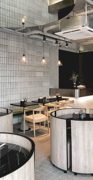 คาเฟ่เปิดใหม่กับคอนเซ็ปต์ Unique Tropical Style เน้นแสงจากธรรมชาติเป็นหลัก เสิร์ฟอาหารสไตล์ Asian Twist พร้อมเครื่องดื่มเอาใจสายคาเฟ่