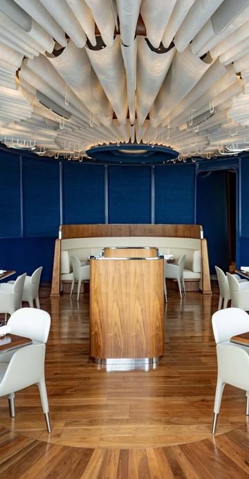 ร้านอาหารฝรั่งเศสที่คว้าดาวมิชลินดวงแรกให้ ICONSIAM หลังจากการประกาศรางวัลของคู่มือ มิชลิน ไกด์ ประจำปี 2564 เมื่อกลางเดือนธันวาคมที่ผ่านมา