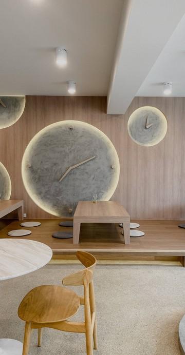 มาลองใช้วันเวลาสบาย ๆ จิบชาเกรดดี ที่ร้าน Matcha Specialty เปิดใหม่ที่น่าจับตามอง ตัวร้านตั้งอยู่ด้านบนชั้น 5 โครงการพิมาน 49