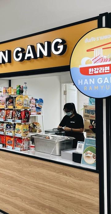 ร้านล่าสุดของอปป้า Taeyong Ahn เจ้าของร้าน Changwon Express บาร์คราฟต์เบียร์ใกล้แยกอโศกที่มีอาหารเกาหลีเม็กซิกันรสชาติดีอยู่ แน่นอนว่าช่วงล็อกดาวน์ อปป้าเท็ดยังสร้างแบรนด์กิมจิของตัวเองวางขายในหลาย ๆ ห้าง