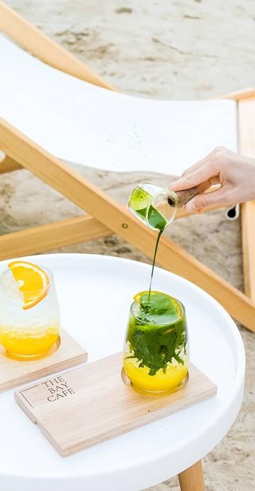 "Yuzu Matcha"" ความลงตัวที่เข้ากันระหว่างส้มยุซุกับมัทฉะลาเต้เข้มข้น ให้รสอมเปรี้ยว สดชื่น เหมาะกับหน้าร้อนสุด ๆ"