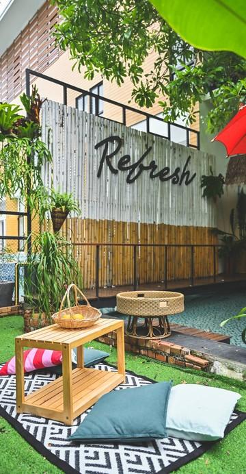 คาเฟ่แนว Tropical ได้ฟีลเหมือนเช็กอินอยู่ที่บาหลี ทั้งการตกแต่งร้าน และเมนูต่าว ๆ ใครชอบความสดชื่นแบบสุดปัง แนะนำว่าที่นี่มีครบจบแน่นอน