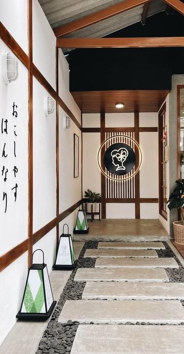 ร้านมัทฉะสเปชียลลิสต์ที่มีความร่วมมือกับการท่องเที่ยวเมืองเกียวโต ประเทศญี่ปุ่น จึงมีชาเขียวส่งตรงจากเมืองอูจิ รวมถึงของที่ระลึก