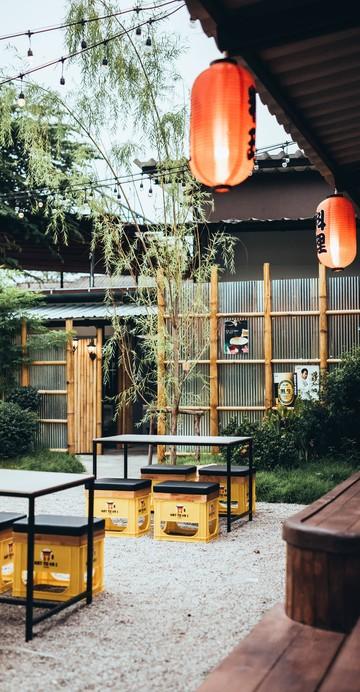 """ได้ฟีลเหมือนนั่งกินที่ญี่ปุ่นสุด ๆ """"Hattoyai Izakaya"""" ร้านใหม่มาแรงหาดใหญ่ บรรยากาศสวนไผ่รอบร้าน เปิดโล่งนั่งสบาย เว้นระยะห่าง เหมาะกับสถานการณ์ช่วงนี้เป็นที่สุด"""