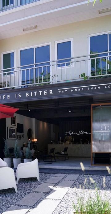 Life is Bitter คาเฟ่น้องใหม่ล่าสุดย่านอ่างศิลา คาเฟ่สไตล์ขาวดำ ให้อารมณ์แบบสุขุมแบบมีสไตล์ ใครชอบความเรียบง่ายแต่แอบมีดีเทลต่าง ๆ ต้องที่นี่เลย