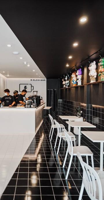 B Slow Bar คาเฟ่ภูเก็ตที่มี Concept ร้านเปรียบเสมือนแหล่งเติมพลังงานคาเฟอีนที่ใครอยากได้ความสดชื่นจากกาแฟดี ๆ สักแก้วมาที่นี่กันได้เลย