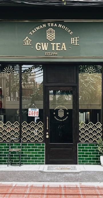 ทีเฮ้าส์นำเข้าชาจากไต้หวันที่มาเปิดโลกการดื่มชา มีชา 2 ประเภทคือ ชาเชค และชากังฟู ซึ่งเป็นชาภูเขาออร์แกนิก