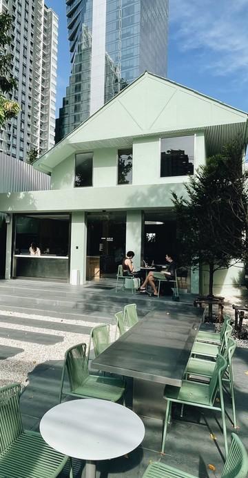 """ร้านอาหารญี่ปุ่นที่เปิดอยู่ในย่านบรุ๊กลิน มหานครนิวยอร์ก ซึ่งเสิร์ฟอาหารชุดแบบดั้งเดิมที่เรียกว่า """"Ichiju-sansai"""" หรือ """"One Soup, Three Dishes"""" ที่มาเปิดในไทยที่ซอยสุขุมวิท 38"""