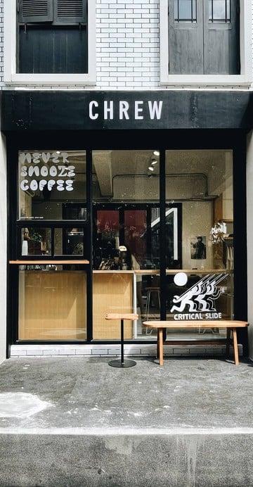ร้านเสื้อแบรนด์เซิร์ฟ The Critical Slide Society จากออสเตรเลีย ที่ไปชวน Never Snooze Coffee มาร่วมเปิดบนพื้นที่เดียวกัน