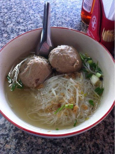 ก๋วยเตี๋ยวลูกทุ่งดาบแดง (Lukthung Dab Daeng Noodle)
