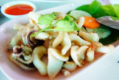 ร้านอาหารรับลมชมตะวัน (RUB LOM CHOM TA WAN RESTAURANT & RESORT)