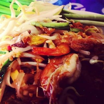 ผัดไทย กุ้งสด หอยทอด อาหารตามสั่ง วัดนาวง
