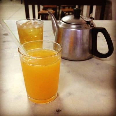 น้ำส้ม เย็น ๆ
