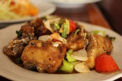 ปลาม้าผัดพริกไทยดำ
