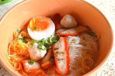 ก๋วยเตี๋ยวไข่ต้มยำ สูตรคุณยาย (Kuaitiao Khai Tom Yam Khun Yai)